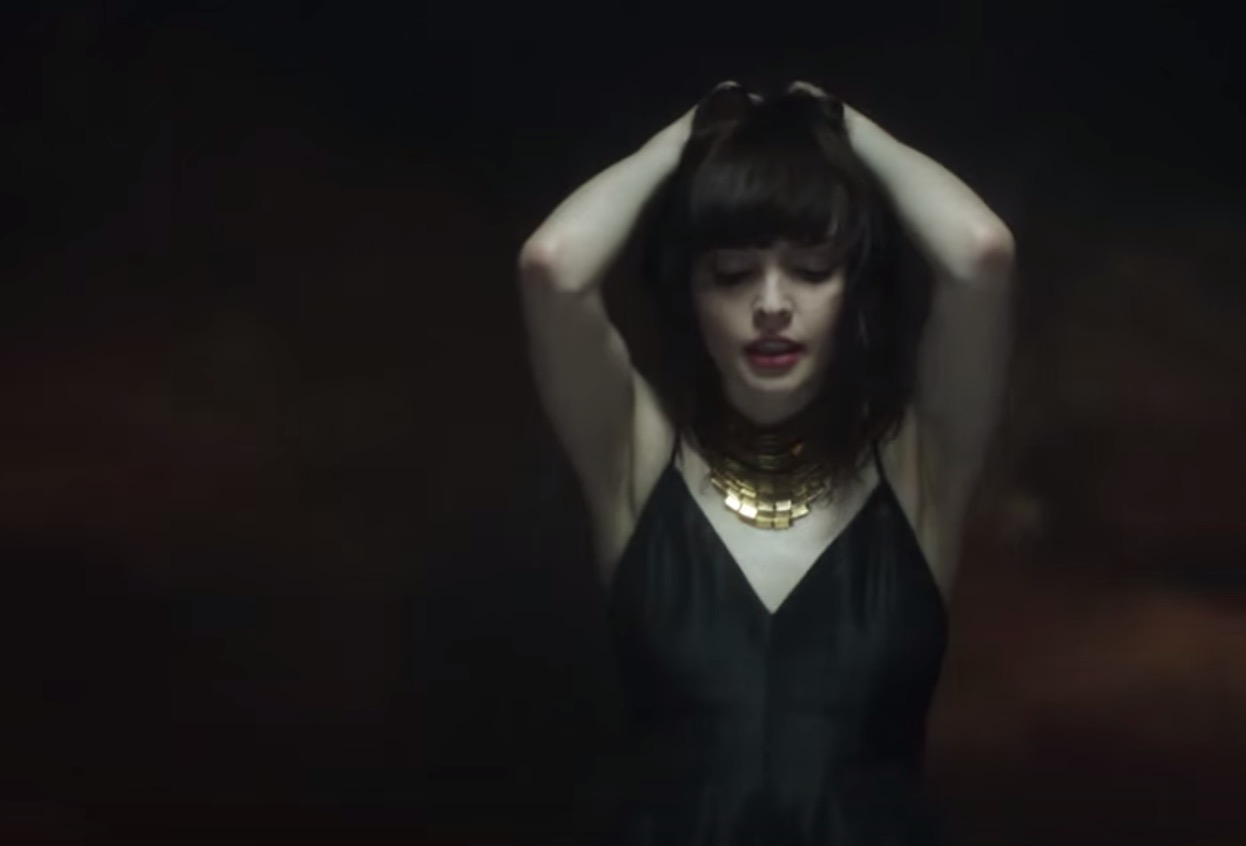 CHVRCHES - Leave A Trace 4