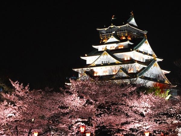 大阪城のライトアップ時間は午後23時まで